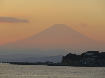七里ヶ浜の赤富士2