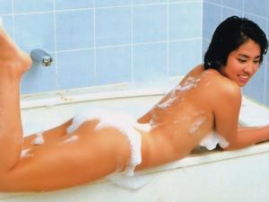 裸を見せる謝蓮舫参議院議員(台湾人)