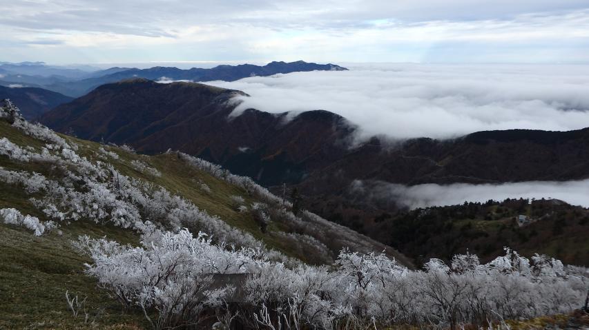 黒笠山の東側に雲海発生