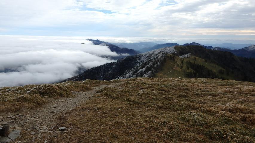 高城山の北側に雲海が発生する