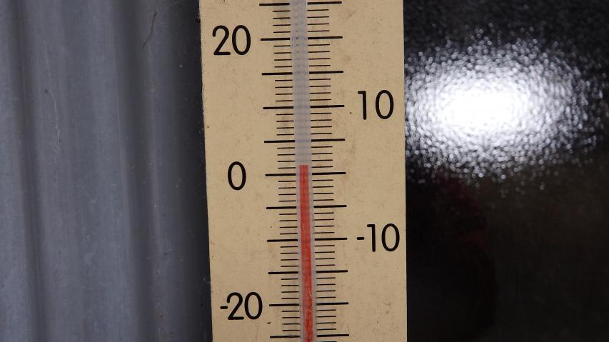 剣神社の温度計は1度