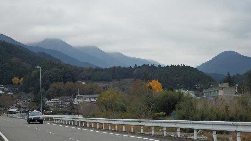 お山には雲がかかります