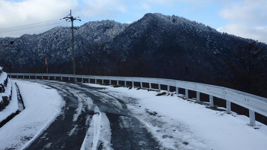高越山登山車道の標高830m地点