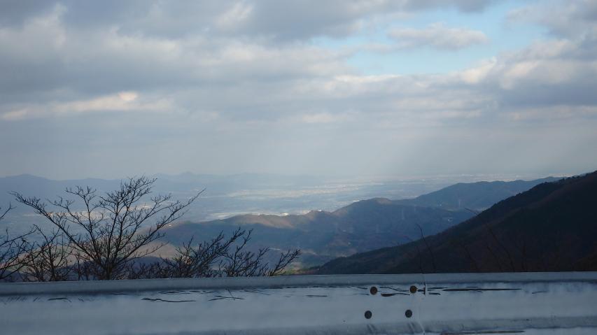 淡路島方向を見ると吉野川上にチンダル現象