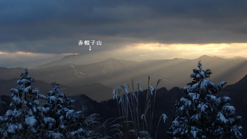剣山は雲に隠れて見えない