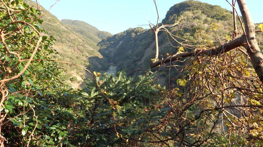 低標高ながら深い谷