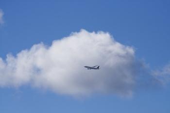 02, 2010-03-26 大阪空港 020 雲と青空 その6。 Clouds and blue sky 600×400