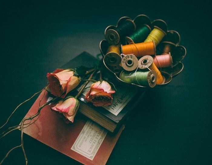 フリー画像糸と花