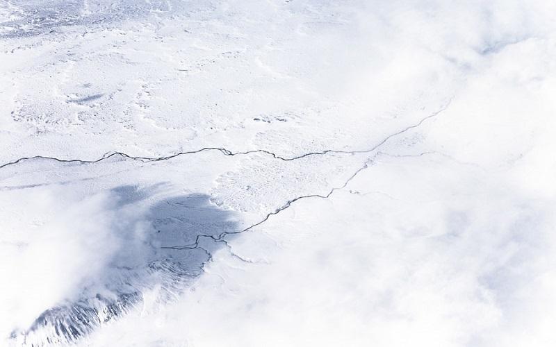 フリー画像雪だけの大地