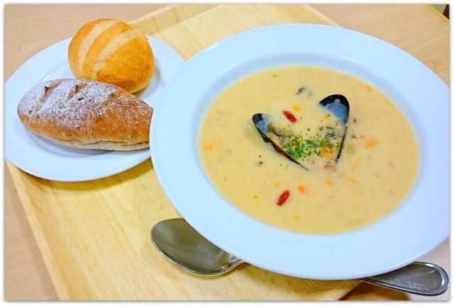 青森県 弘前市 ヒロロ ろいやるファクトリー&ロイヤルキッチン スープセット ランチ グルメ 写真