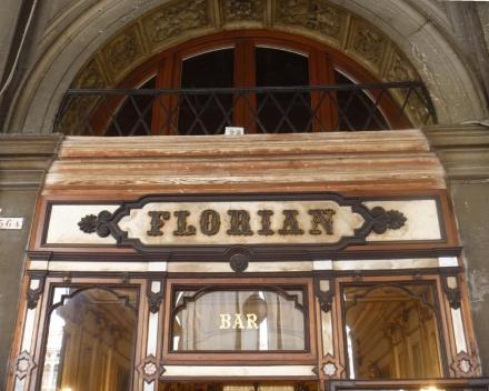 ヴェネツィアに現存する最も古い喫茶店-1