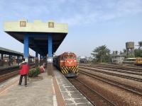 枋寮駅ホームとディーゼル機関車170113