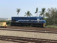 R123青いディーゼル機関車170113