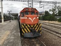 知本で機関車正面170113