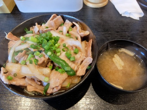 ネギ塩豚バラ丼