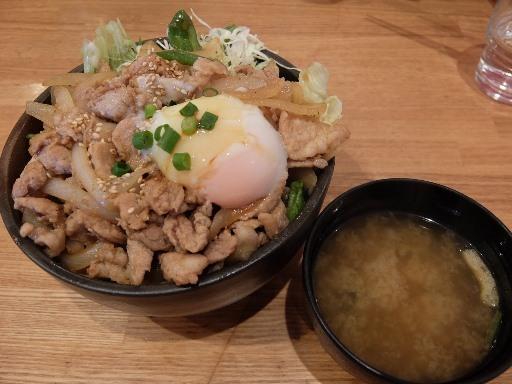 焼肉丼と味噌汁