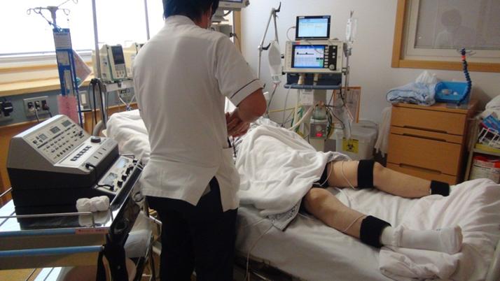くも膜下出血⑤ リハビリテーション治療 集中治療室での電気刺激療法 B-SES
