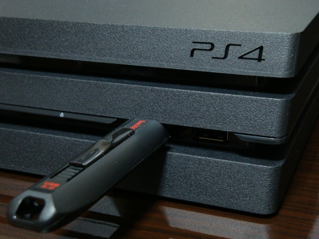 PS4 Pro前面USB端子