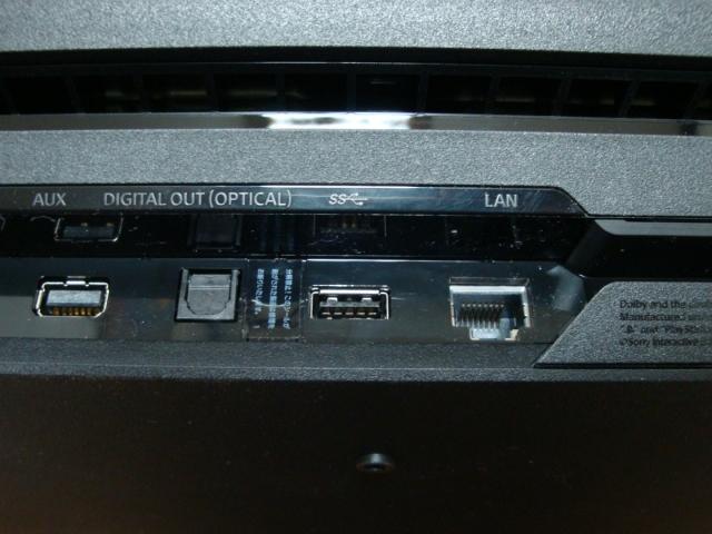 PS4 Pro背面USB端子