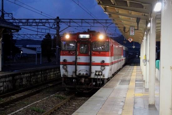 ⑮夕暮れの駅