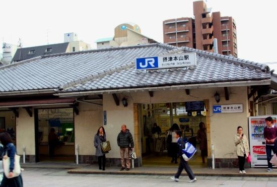 ⑥H2303駅舎 (550x371)
