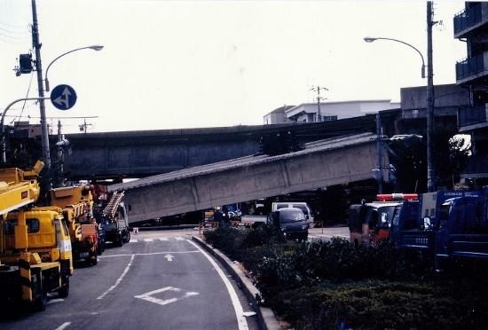 高架橋崩落 (550x372)