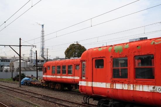 ⑮富士岡ボロボロ電車 (550x367)