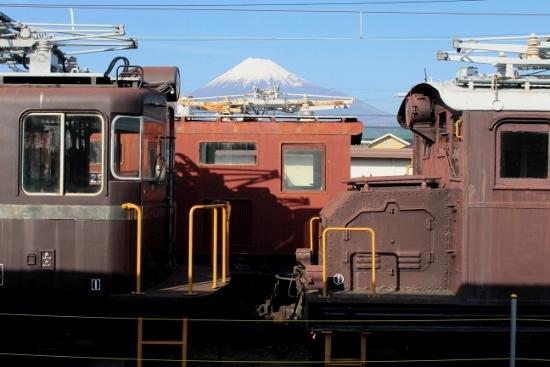 ㉖富士岡ELと富士山 (550x367)