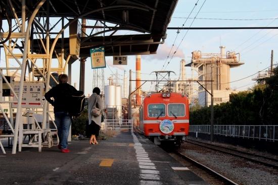 ㉗岳南原田工場と電車 (550x367)