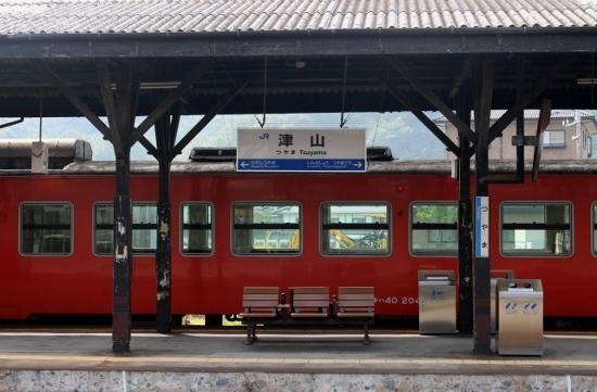 ⑯津山駅ホーム