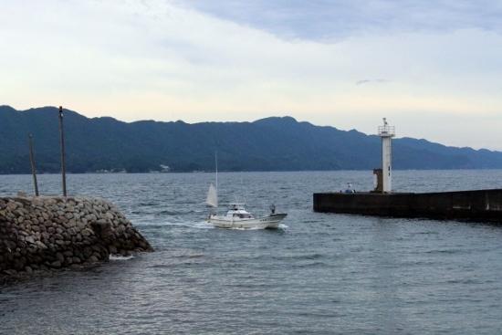 ⑤帰って来た漁船