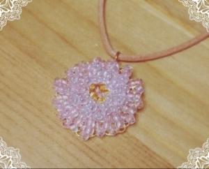 写真 ビーズを編むネックレス~Cherry Blossoms~ 横