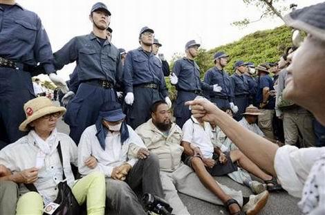20161031_沖縄警察官に暴言(470x311)