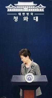 20161129_韓国 辞任発表後の朴槿恵大統領(200x379)