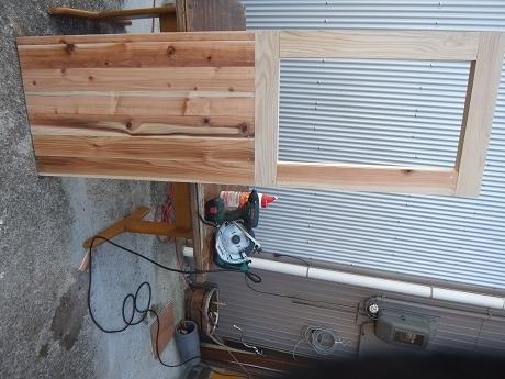 杉板貼ったドア