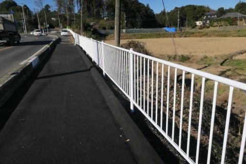 「歩道と安全柵が直りました!」下林地区③