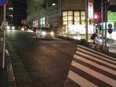 5国分寺駅南口そばの急坂0111