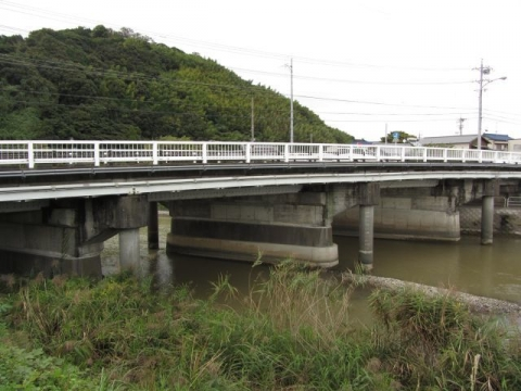 栃山橋と大津谷川