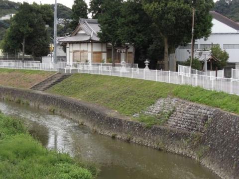 東光寺谷川と三軒屋の八幡宮