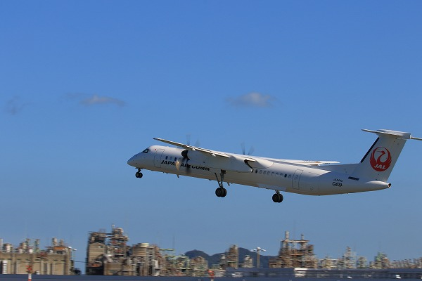 3X DHC-8-402Q JA844C RJOM 161010 03