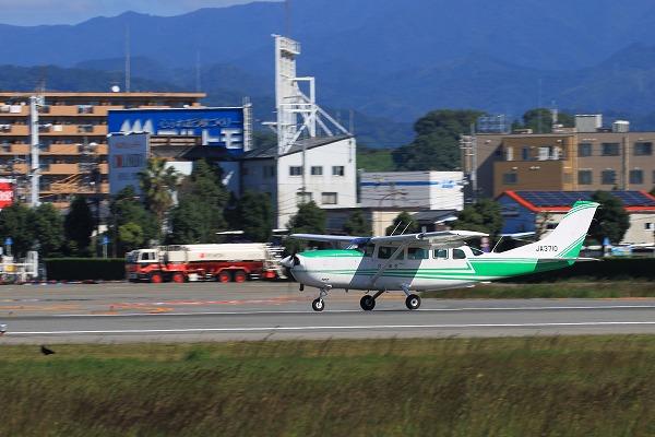 共立航空撮影 Cessna T207A Turbo Stationarir7 JA3710 RJOM 161024 02