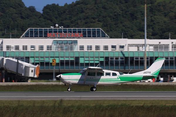 共立航空撮影 Cessna T207A Turbo Stationarir7 JA3710 RJOM 161024 03