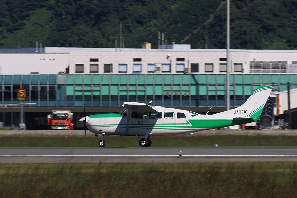 共立航空撮影 Cessna T207A Turbo Stationarir7 JA3710 RJOM 161024 04