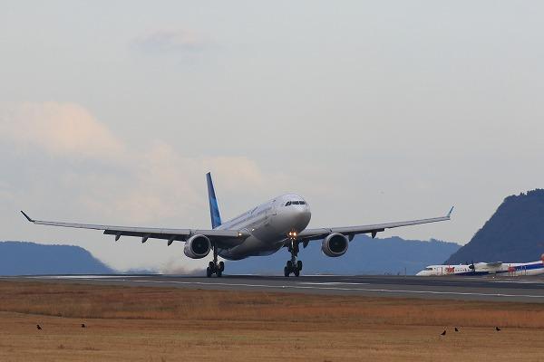 GA A330-341 PK-GPE RJOM 161230 01
