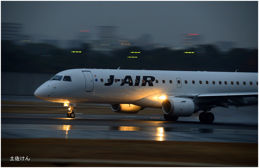 雨の伊丹空港3