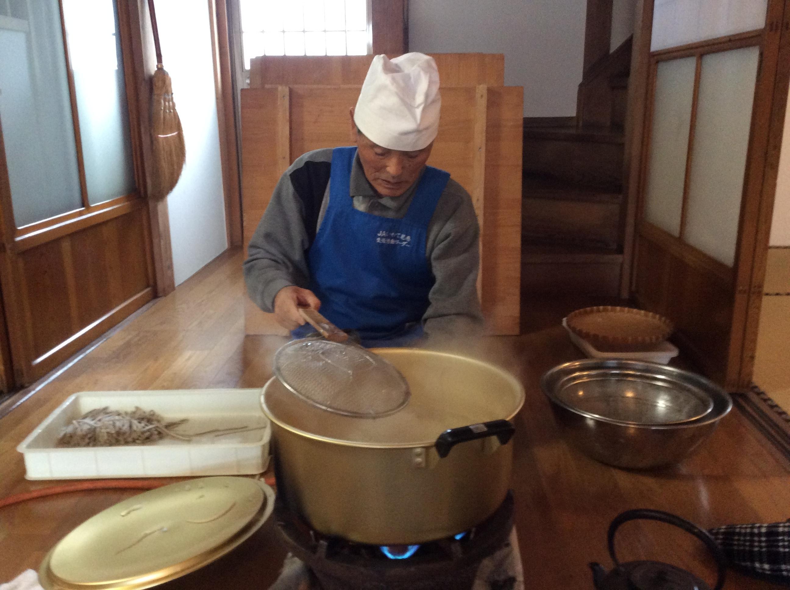 師匠・匠の蕎麦茹で