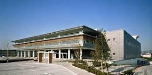 奈良県立図書情報館正面