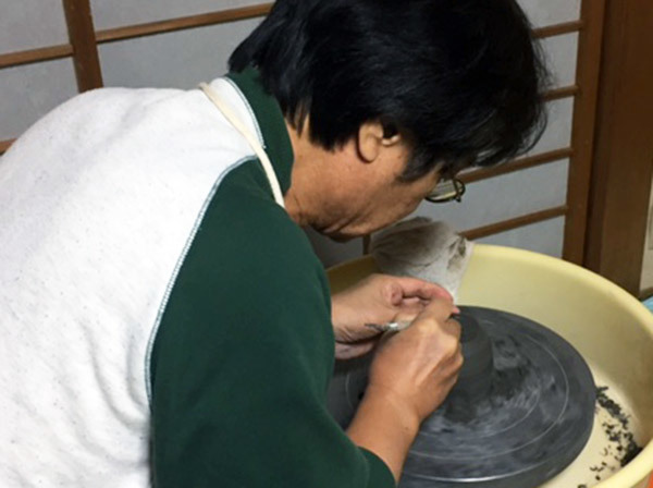 2016:11:22黒泥桜釉タテ模様湯のみ2