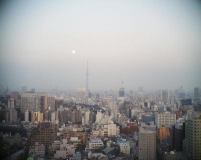 東京スカイツリーと小望月・文京シビック展望フロア:R2