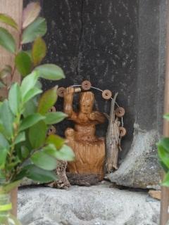 真ん中木彫り